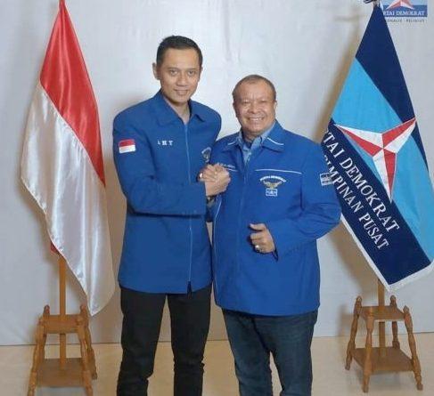 Agus Harimurti Yudhoyono bersama dengan Alm. Ihwan Datu Adam saat kegiatan Partai Demokrat